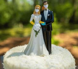 figuras de pastel de boda con cubrebocas
