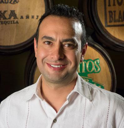 Victor-Manuel-Martinez.jpg