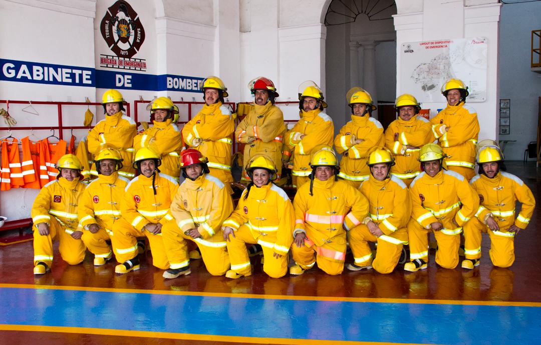 Brigada de bomberos en Casa Sauza