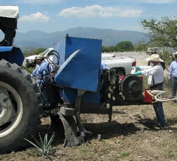Máquina fertilizadora de agave de Casa Sauza